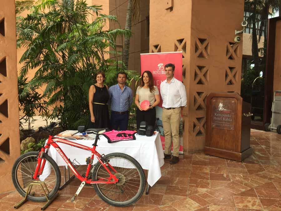 """Mancomunidad Mancomunidad El Hotel Kempinski recibe la primera placa de establecimiento asociado a """"Bycicle sleep"""""""