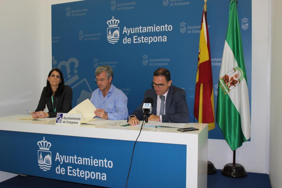 Estepona Estepona El Ayuntamiento de Estepona y la Junta de Andalucía firman un convenio de colaboración para la incorporación del municipio en la Red Local de Acción en Salud