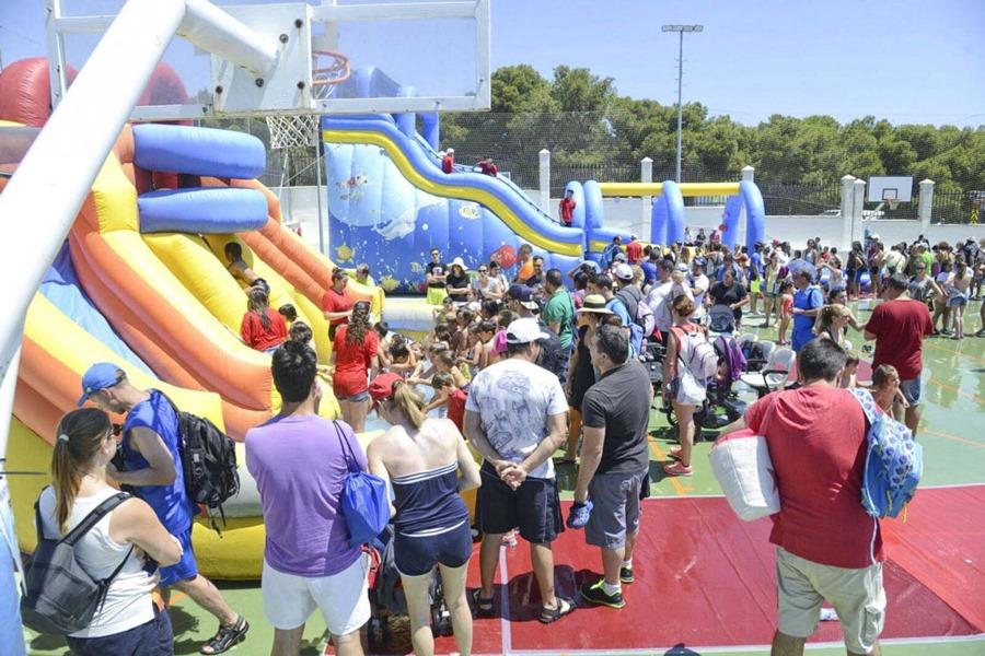 Torremolinos Torremolinos Torremolinos acoge este domingo la 'Fiesta de los Juegos' con toboganes acuáticos y castillos hinchables