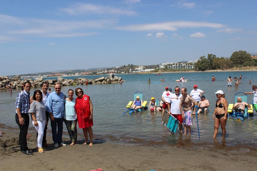 Estepona Estepona El Ayuntamiento de Estepona pone en marcha una nueva campaña de baños asistidos en el mar que prestará servicio a más de una treintena de personas