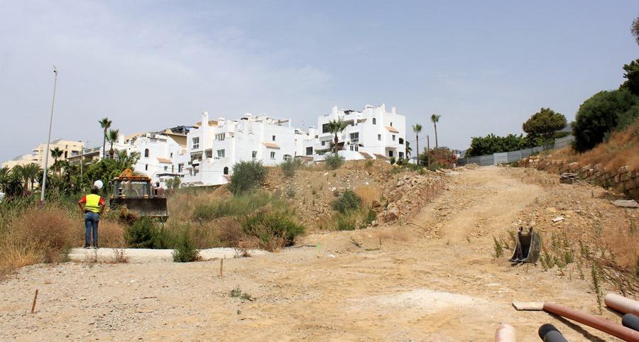 Estepona Estepona Comienzan las obras de mejora del entorno de la playa del Cristo de Estepona con la creación de una zona verde, un tramo de senda litoral y un acceso vial