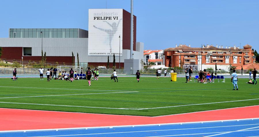 Estepona Estepona El Ayuntamiento de Estepona destina a APRONA el alquiler de los espacios deportivos del Estadio de Atletismo