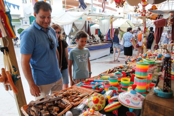 Torremolinos Torremolinos El Mercado Artesanal de Torremolinos seguirá instalado en septiembre en el centro peatonal y en La Carihuela