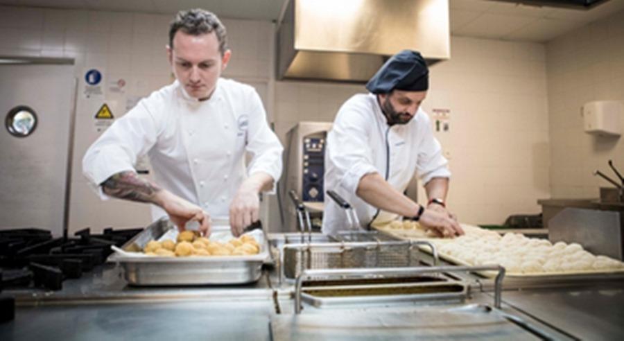 Actualidad Actualidad MAKRO y Mediterránea sirven más de 540 tapas en hospitales de toda España junto a 4 chefs estrella Michelin