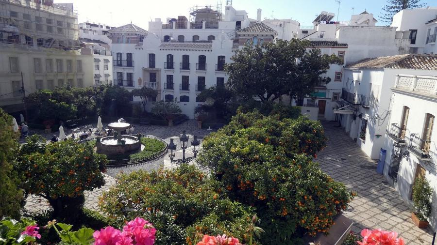 Estepona Estepona El Ayuntamiento inicia la renovación de la céntrica plaza de Las Flores y tres calles adyacentes dentro del proyecto 'Estepona, Jardín de la Costa del Sol'