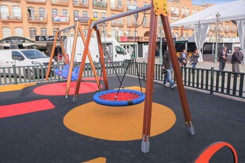 Benalmadena Benalmadena El Ayuntamiento instala en la plaza de la Mezquita el primer parque infantil 100% inclusivo de Benalmádena