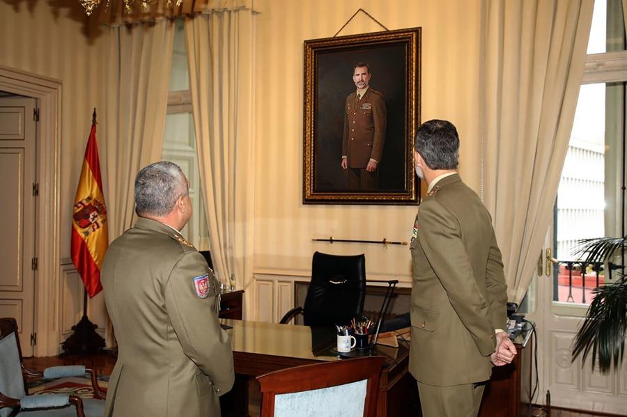 Actualidad Actualidad Felipe VI alaba el retrato oficial del Ejército de Tierra, obra del pintor Antonio Montiel