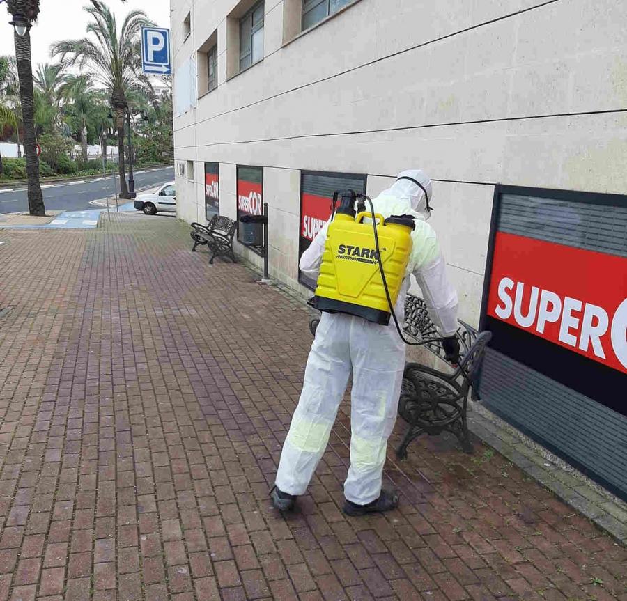Estepona Estepona El Ayuntamiento de Estepona tiene activo un plan especial de limpieza viaria para prevenir el coronavirus