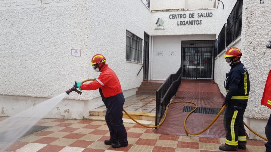 Marbella Marbella Los bomberos de Marbella se suman a las medidas extraordinarias de desinfección de los espacios públicos frente al Covid-19