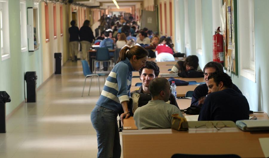 Actualidad Actualidad La universidad andaluza mantiene su calendario y apuesta por docencia 'online' y evaluación continua