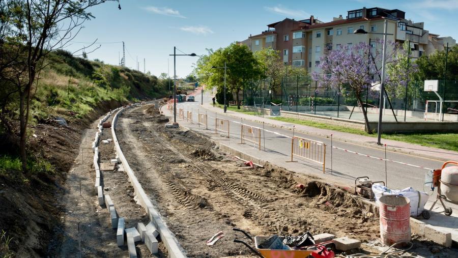 Estepona Estepona El Ayuntamiento de Estepona inicia obras en la calle Guillermo Cabrera para crear 76 nuevos aparcamientos y ensanchar esta vía que da continuidad a la ronda norte de circunvalación de Juan Benítez