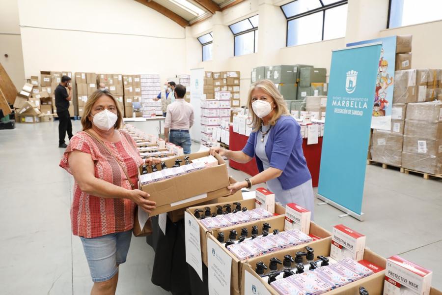 Marbella Marbella El Ayuntamiento de Marbella entrega más de 50.000 artículos de prevención frente al Covid-19 a 60 colectivos sociales y vecinales de la ciudad