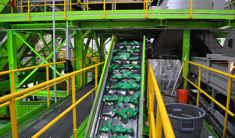 Actualidad Actualidad La Junta mantiene el uso de tres bolsas de basura en los hogares con casos positivos o en cuarentena