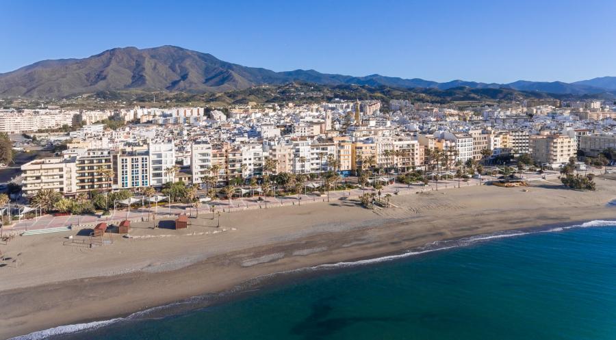 Estepona Estepona El Ayuntamiento de Estepona organiza un dispositivo policial para vigilar las playas durante la Noche de San Juan