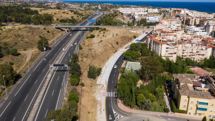 Estepona Estepona El Ayuntamiento de Estepona finaliza las obras en la calle Guillermo Cabrera, creando 76 aparcamientos
