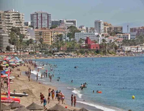 """Benalmadena Benalmadena Todas las playas del litoral benalmadense reciben el distintivo """"Andalucía Segura"""""""