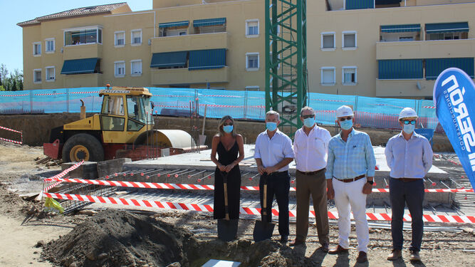 Estepona Estepona El alcalde de Estepona coloca la primera piedra de las 100 VPO que se construyen en Juan Benítez