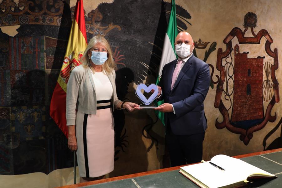 Marbella Marbella La alcaldesa de Marbella recibe en el Ayuntamiento al embajador de Emiratos Árabes en España y le agradece la donación de material a la ciudad frente al Covid-19