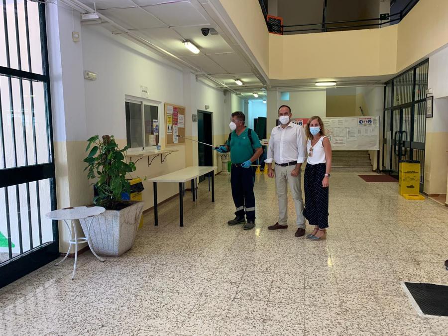 Fuengirola Fuengirola El Ayuntamiento de Fuengirola refuerza las labores de desinfección de los colegios aplicando productos homologados contra el COVID19