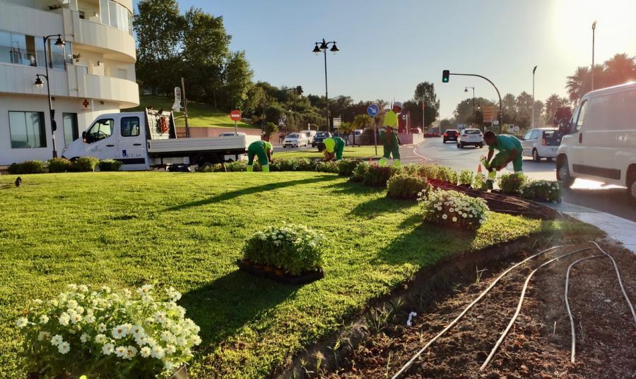 Estepona Estepona El Ayuntamiento de Estepona embellece con 400.000 plantas de color las zonas verdes públicas de la ciudad