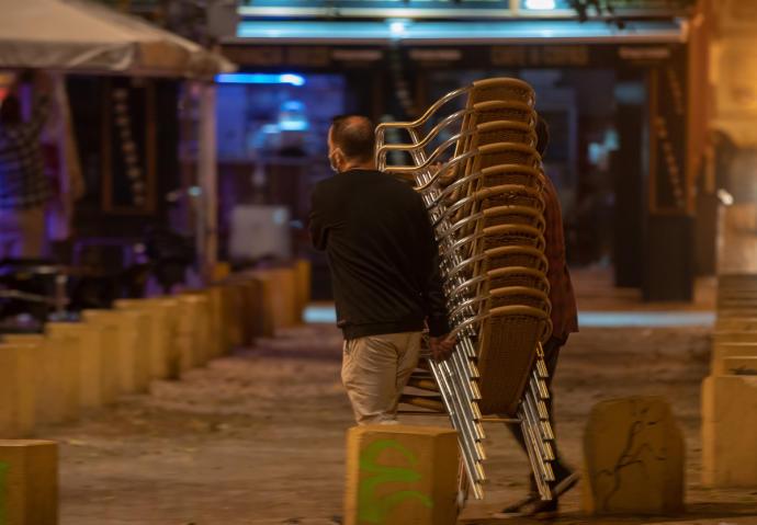 """Actualidad Actualidad Los hosteleros piden a la Junta cerrar a las 23 horas porque """"no afectaría en nada a los rebrotes"""""""