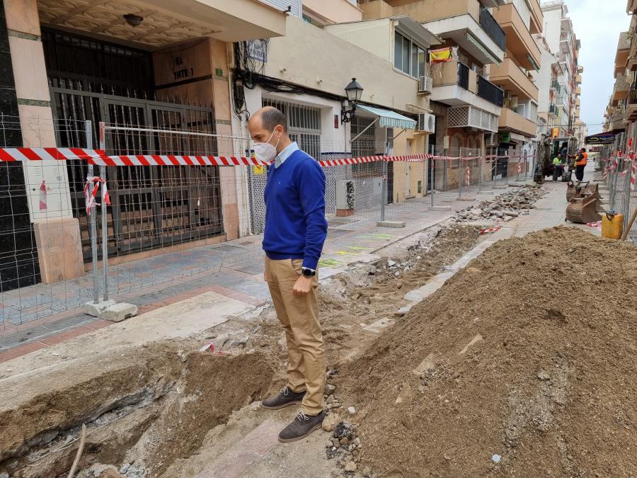 Fuengirola Fuengirola El Ayuntamiento de Fuengirola remodela el colector y la red de saneamiento de calle Castillo para mejorar el sistema de evacuación en todo el entorno