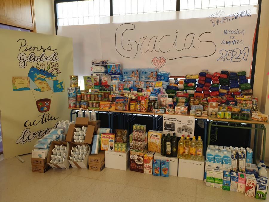 Torremolinos Torremolinos La Gran Familia del IES Playamar recoge más de 360 kilos en una campaña solidaria de productos no perecederos de alimentación e higiene