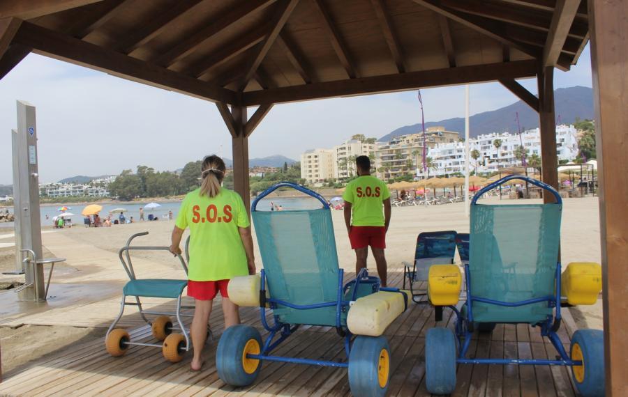 Estepona Estepona El Ayuntamiento de Estepona pone en marcha el servicio de salvamento y de baños asistidos en las playas de Estepona