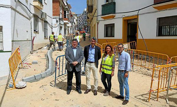 Benalmadena Benalmadena Benalmádena avanza en la peatonalización del centro urbano de Arroyo de la Miel con las obras de mejora de Calle Velarde