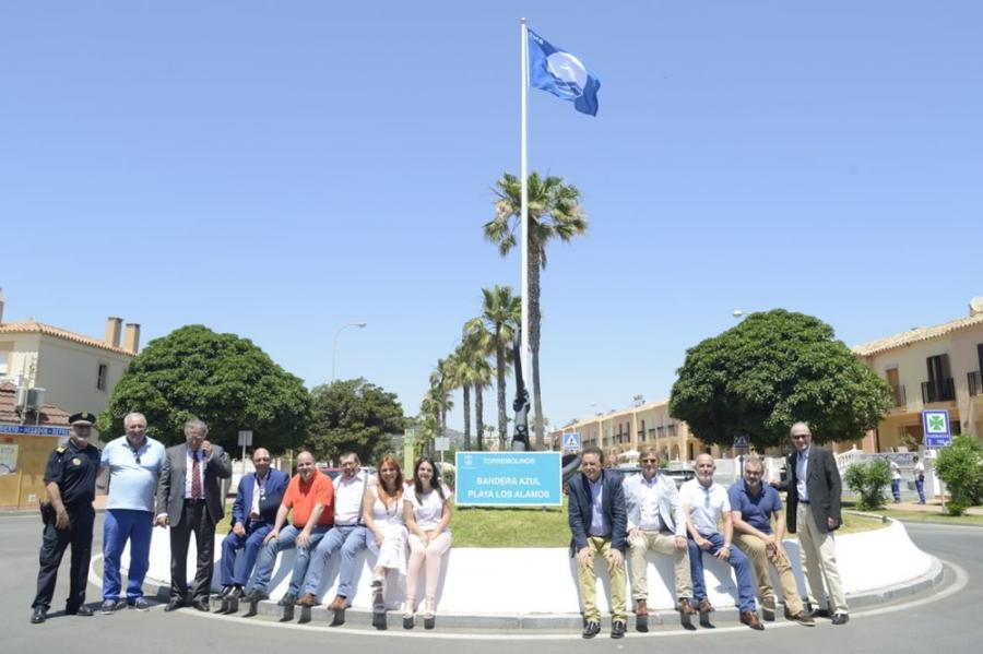 Torremolinos Torremolinos Torremolinos iza en la playa de Los Álamos su primera bandera azul en 20 años