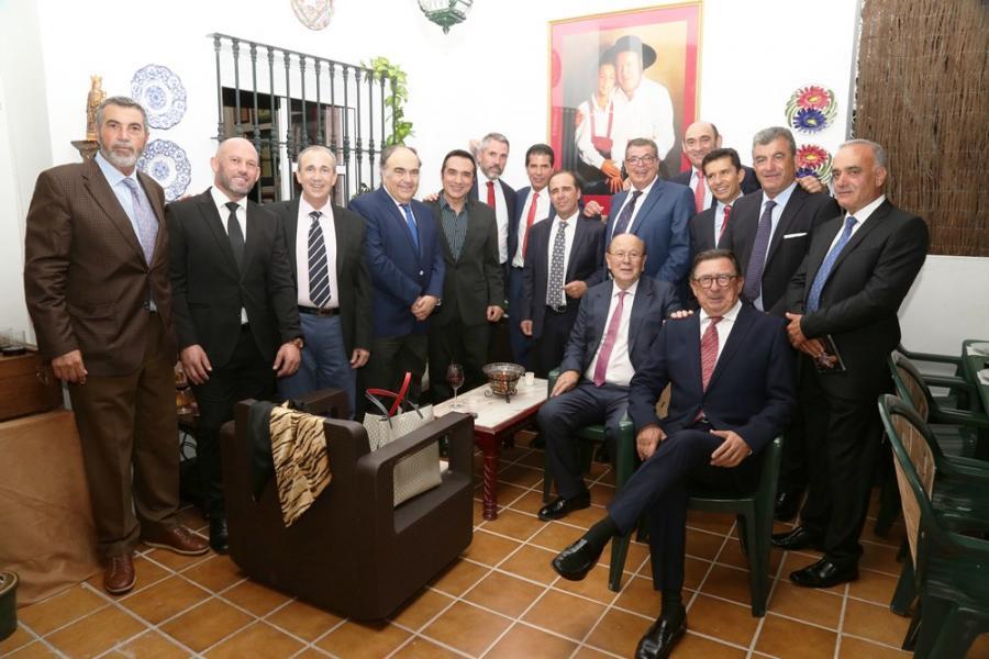 Actualidad Actualidad Cena de empresarios y alcaldes en la casa del pintor Antonio Montiel para celebrar su cumpleaños