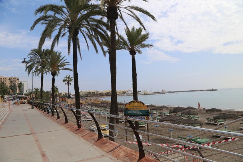 Benalmadena Benalmadena El Ayuntamiento de Benalmádena ha comenzado la renovación de la balaustrada del paseo marítimo