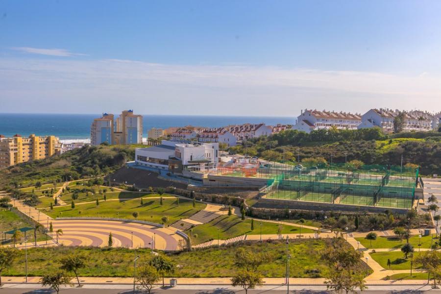 Estepona Estepona El Ayuntamiento de Estepona logra una zona verde de 38.000 m² ampliando el parque de Los Niños, que incorpora un tobogán de 30 metros de longitud