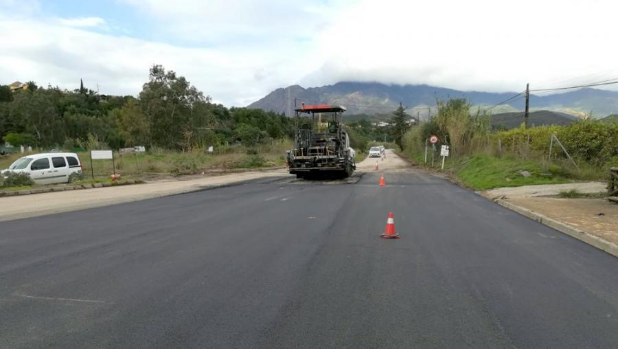 Estepona Estepona El Ayuntamiento de Estepona acondiciona y asfalta el vial El Padrón-Forest Hill afectado por el último temporal