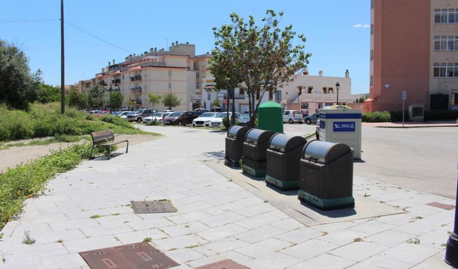 Estepona Estepona El Ayuntamiento de Estepona está retirando un centenar de contenedores soterrados que estaban en desuso