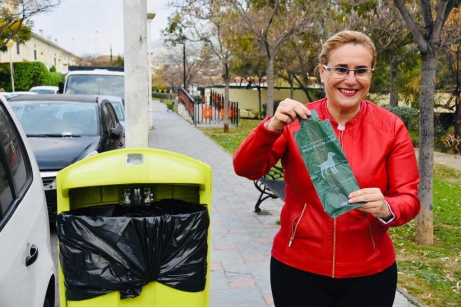 Fuengirola Fuengirola El Ayuntamiento de Fuengirola facilita a los vecinos la recogida de excrementos con la instalación de 200 nuevas papeleras especiales