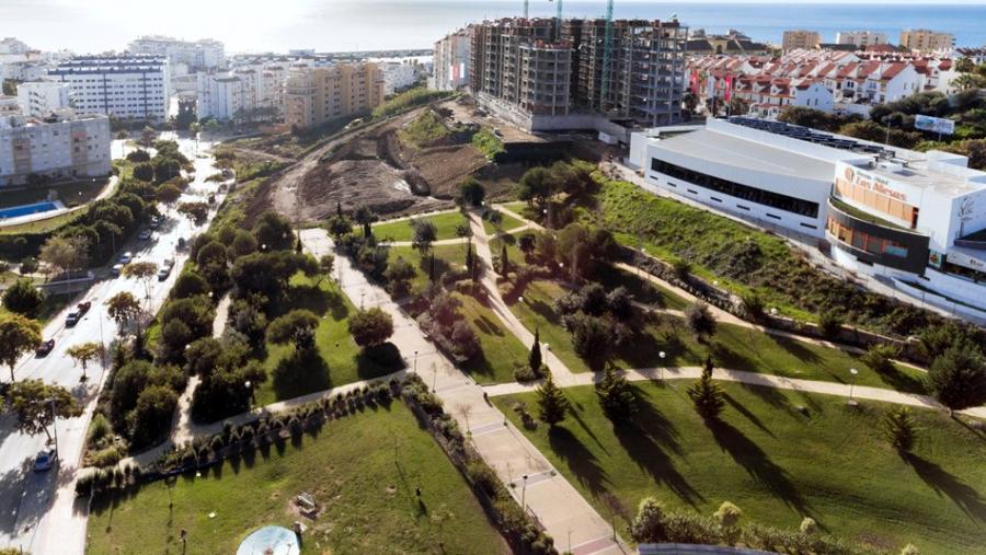 Estepona Estepona El Ayuntamiento de Estepona inicia la obra del mayor tobogán urbano de España dentro de la ampliación del Parque de Los Niños