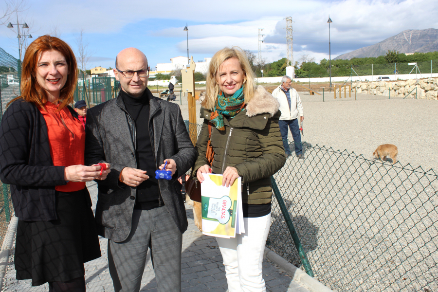 Mijas Mijas Mijas repartirá dispensadores de bolsas para la recogida de excrementos de perros en la vía pública