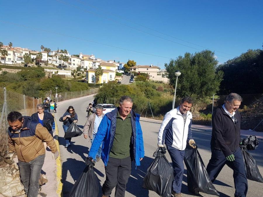Mijas Mijas El PP de Mijas se une las limpiezas organizadas por vecinos de las urbanizaciones ante la dejadez del equipo de gobierno