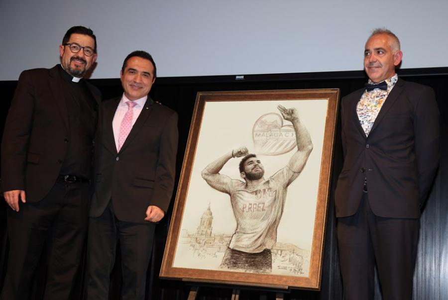 """Marbella Marbella El pintor Antonio Montiel homenajea a Pablo Ráez para los premios """"SiempreFuerte"""" de la Fundación Málaga C.F."""