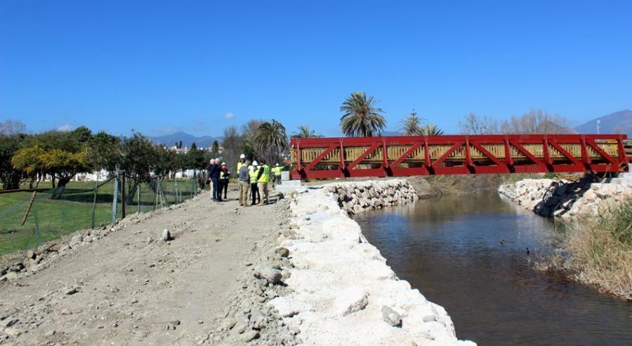 Estepona Estepona El Ayuntamiento de Estepona ejecuta las obras para eliminar vertidos en el arroyo Taraje