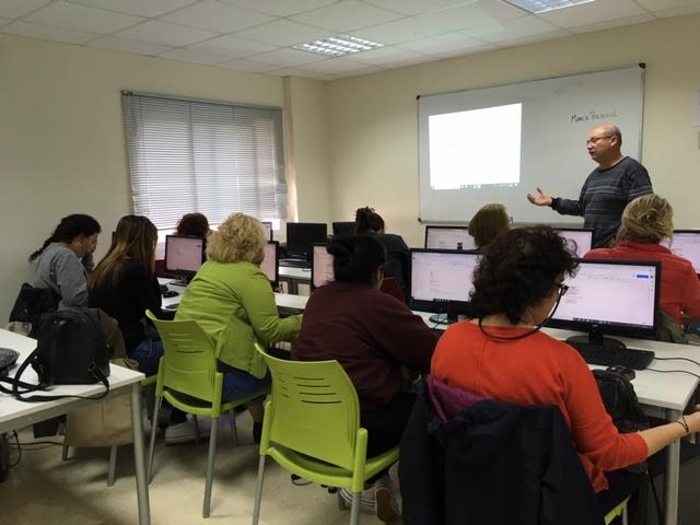 """Benalmadena Benalmadena La Concejalía de Igualdad del Ayuntamiento de Benalmádena organiza el ciclo de talleres """"Digitalizadas"""""""