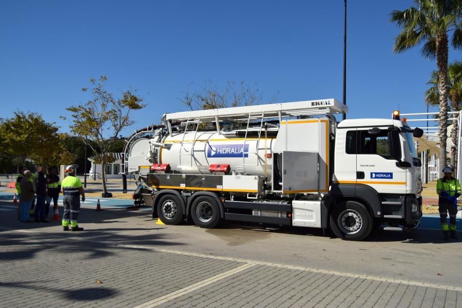 Estepona Estepona El Ayuntamiento de Estepona pone en servicio nuevo camión cisterna para la limpieza de la red de alcantarillado