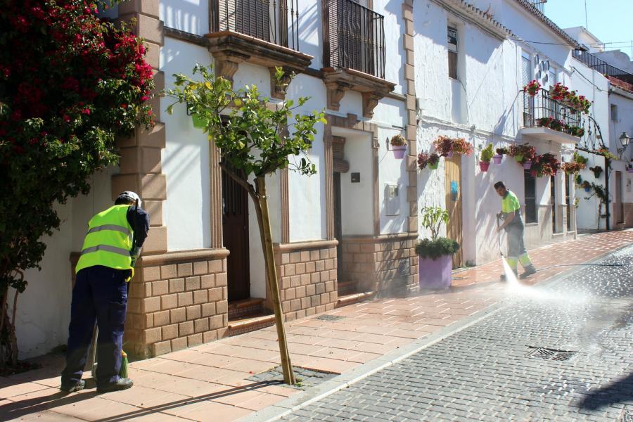 Estepona Estepona El Ayuntamiento de Estepona pone en marcha el dispositivo especial de limpieza y seguridad para Semana Santa